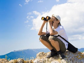 kid using binoculars